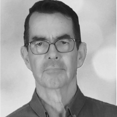 Terry_blue_half_with_glasses_bw_portrait_web